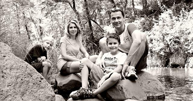 Šťastná mladá rodina